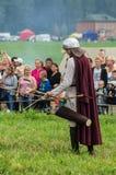 Rola sztuki - reenactment bitwa antyczne słowianki w kwinta festiwalu dziejowi kluby w Zhukovsky okręgu Zdjęcie Royalty Free
