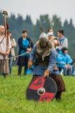 Rola sztuki - reenactment bitwa antyczne słowianki w kwinta festiwalu dziejowi kluby w Zhukovsky okręgu Fotografia Stock