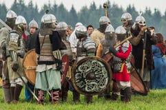 Rola sztuki - reenactment bitwa antyczne słowianki w kwinta festiwalu dziejowi kluby w Zhukovsky okręgu Obraz Stock