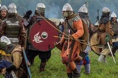 Rola sztuki - reenactment bitwa antyczne słowianki w kwinta festiwalu dziejowi kluby w Zhukovsky okręgu Zdjęcia Royalty Free
