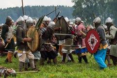 Rola sztuki - reenactment bitwa antyczne słowianki w kwinta festiwalu dziejowi kluby w Zhukovsky okręgu Obrazy Stock