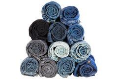 Rolado da calças de ganga arfa, obscuridade - calças azul da sarja de Nimes que mostra o tex Foto de Stock Royalty Free