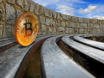 Rolamento do cryptocurrency de Bitcoin nos trilhos imagens de stock