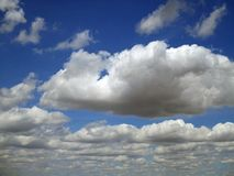 Rolamento nas nuvens altas Foto de Stock Royalty Free