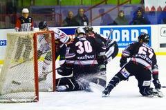 Roland Fink bramkarz, Gruber Renon Ritten sport HC Milano podczas gry i Obrazy Royalty Free
