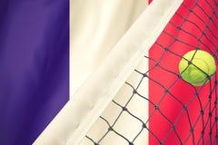 Roland Garros-Tenniskonzept mit Flagge Stockfoto