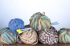 Roldraden voor het Breien en Spokes Stock Afbeeldingen