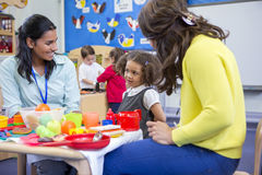 Roleplay-Küche an der Kindertagesstätte stockbild