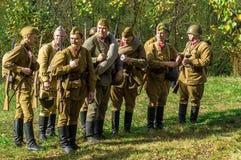 Roleplay - rekonstruktion av striden av världskriget 1941 2 i den Kaluga regionen av Ryssland Arkivbild