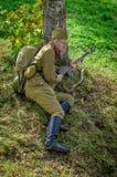 Roleplay - rekonstruktion av striden av världskriget 1941 2 i den Kaluga regionen av Ryssland Royaltyfri Foto