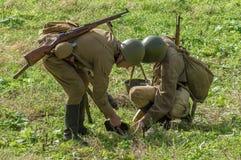 Roleplay - rekonstruktion av striden av världskriget 1941 2 i den Kaluga regionen av Ryssland Royaltyfri Bild