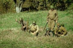 Roleplay - rekonstruktion av striden av världskriget 1941 2 i den Kaluga regionen av Ryssland Arkivfoton