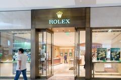 Rolex lager i gallerian Rolex SA är en schweizisk lyxig urmakare Rolex är det största enkla lyxiga klockamärket och att producera Arkivfoto