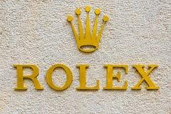 Rolex logo i ett exklusivt område av Milan, Italien Arkivbilder