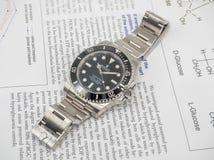 Rolex-Matrose auf einem U-Boot auf englischem Papier Stockfotos