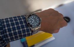 Rolex-Matrose auf einem U-Boot auf linkem Handgelenk Lizenzfreie Stockfotos