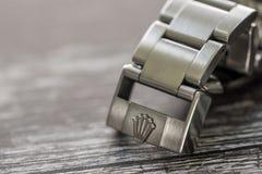 Rolex Submariner Close-up van iconisch, Zwitsers-gemaakt mensen ` s divers horloge, die de greep tonen stock afbeelding