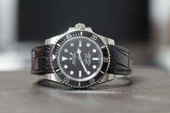 Rolex submariner geen datum op leerlijst Stock Foto's
