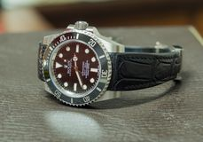 Rolex submariner geen datum op leerlijst Stock Afbeelding