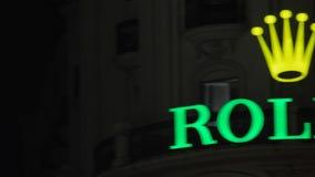 Rolex sztandar iluminujący przy nocą zdjęcie wideo