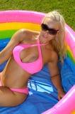 Rolig bikiniflicka Royaltyfri Fotografi