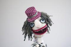 Rolig clown för handdocka med den öppna munståenden på vit bakgrund Arkivbild