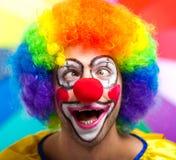 Rolig clown mot färgrik bakgrund Royaltyfria Foton