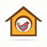 Rolig fågel i förlagematare Arkivbild