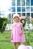 rolig flicka little park Royaltyfri Foto