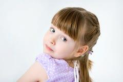 rolig flicka little stående arkivfoton