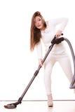 Rolig flicka med dammsugare hushållsarbete Royaltyfri Foto