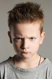 Rolig framsida av ungen stilig pojke little Royaltyfri Fotografi