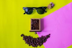 Rolig framsida som göras från kaffebönor Royaltyfri Foto
