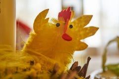 Rolig garnering för påskgulingfågelunge arkivfoto