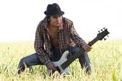 Rolig gitarrist Royaltyfri Bild