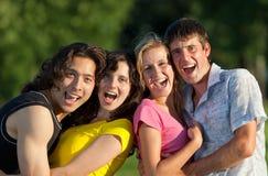 rolig grupp som har folkbarn Arkivfoto