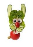 Rolig hare som göras av grönsaker Arkivbilder
