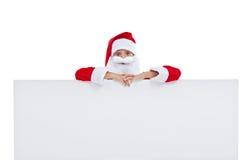 Rolig jultomten med det stora banret Royaltyfria Bilder