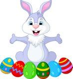 Rolig kanin för påsk med ägg Royaltyfri Bild