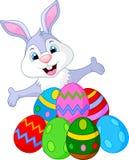 Rolig kanin för påsk med ägg Royaltyfri Foto