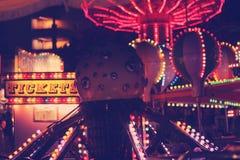 Rolig karneval på natten Royaltyfri Bild