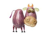 Rolig ko som göras av aubergine och potatisen royaltyfri foto