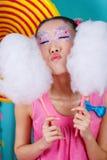 Rolig koreansk flicka med den stora sockervadden Arkivbilder