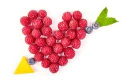 Rolig mat Hjärta och pil som göras från frukter Arkivbild