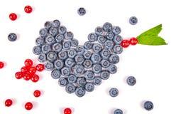 Rolig mat Hjärta och pil som göras från frukter Fotografering för Bildbyråer