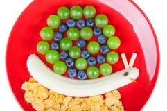 Rolig mat Snigel som göras från frukter Royaltyfri Bild