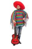 Rolig mexikan med gitarren som isoleras på vit arkivfoton