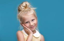 Rolig nätt ung flicka Royaltyfri Bild
