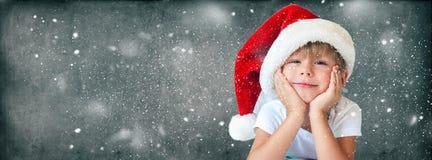 Rolig pojke i jul Santa Hat Isolated Grey fotografering för bildbyråer
