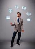 Rolig pojke som jonglerar med symboler för elektroniska apparater Arkivfoto